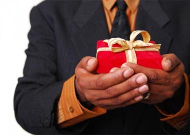 Почему дарят подарки
